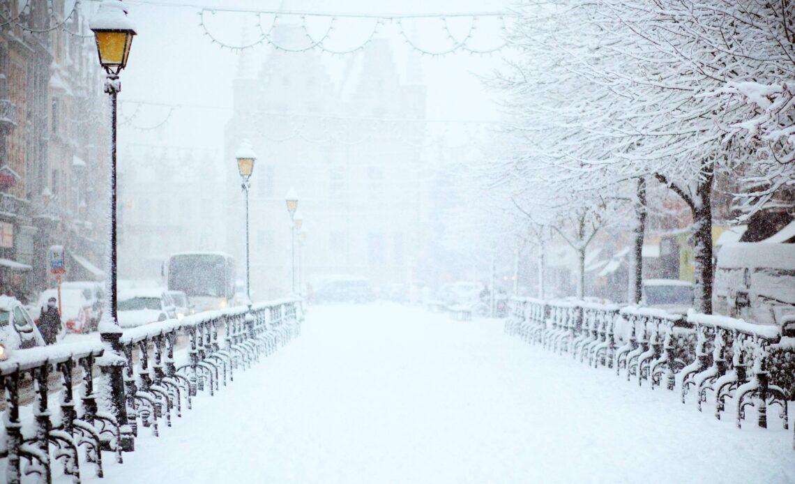 Jak usunąć zamarznięty śnieg?